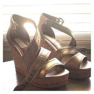 Gold/nude sandal wedges
